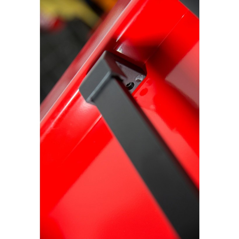small_red_04.jpg